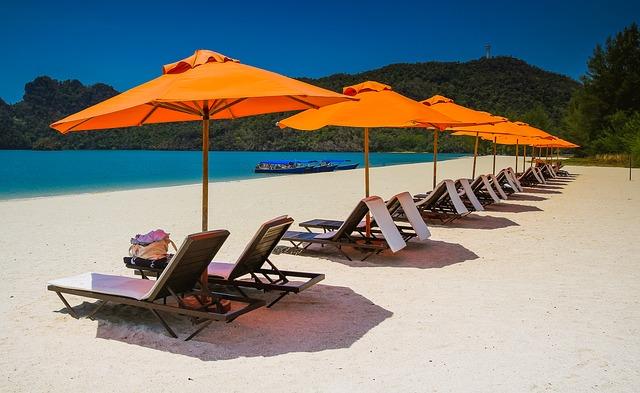 Wer zwischen November und März einen Badeurlaub bucht, muss eine längere Flugreise auf sich nehmen